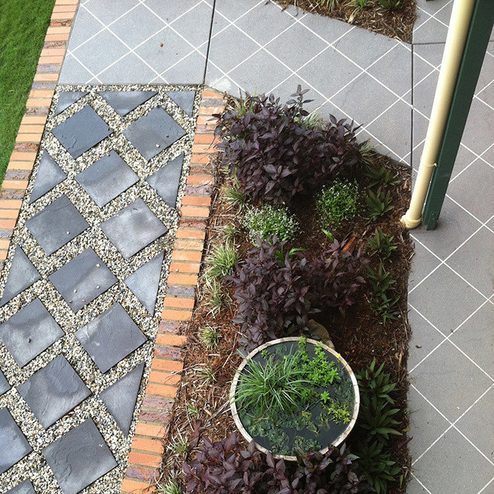pavers edging garden and water feature garden design
